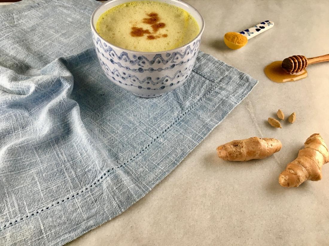 leche-dorada-mundoveda-yoga
